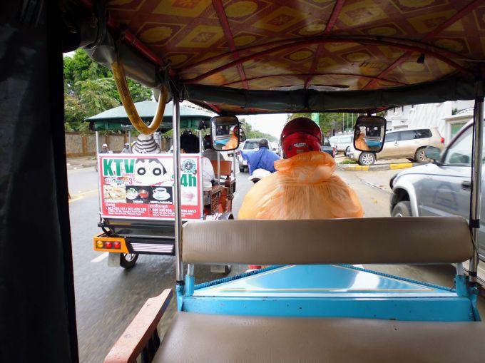 tuktuk in de regen
