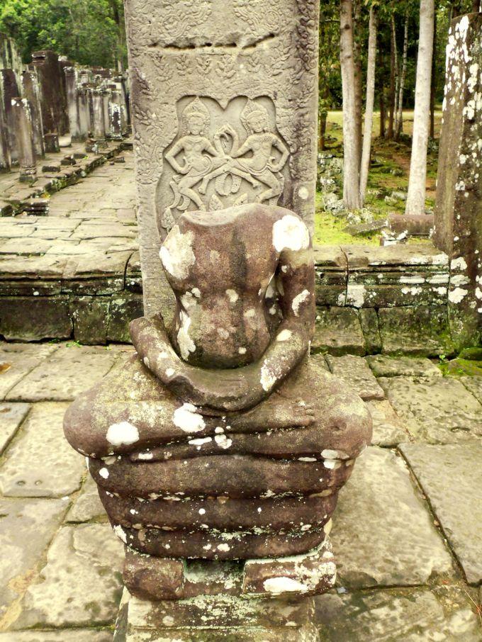boedha met hindu afbeeldingen